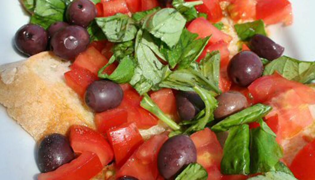 Oliven, solmodne tomater, basilikum og masse olivenolje er klassisk middelhalvskost. Produksjon av Mozzarella-ost er også en av hovednæringene i Terracina, og i utkanten av byen ser du en rekke bøffelfarmer. Foto: Elin Fugelsnes