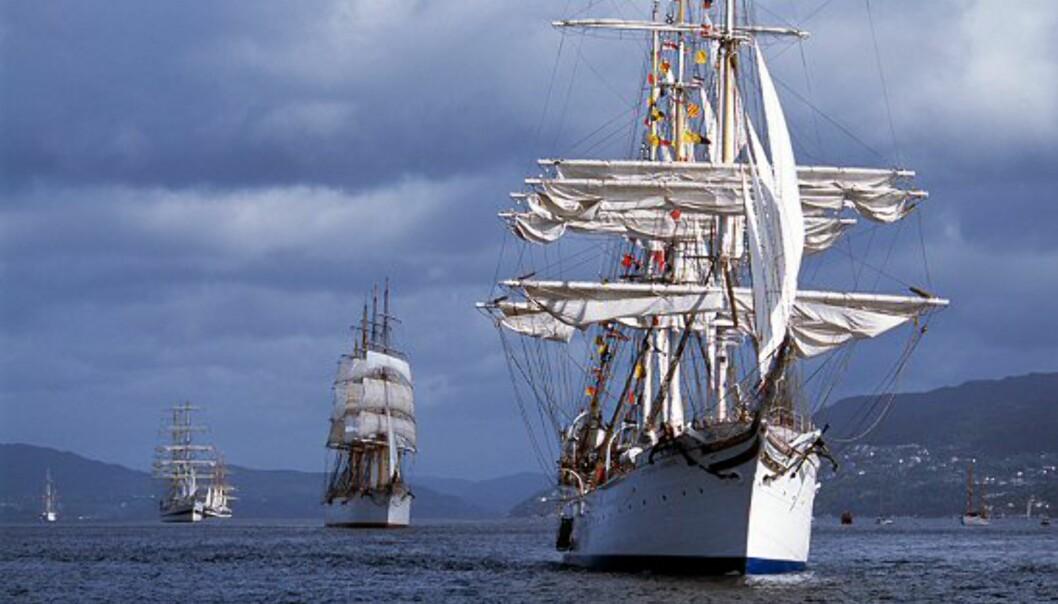 Statsraad Lehmkuhl er en av tre store norske seilskuter som er med i arrangementet. Foto: Per Eide