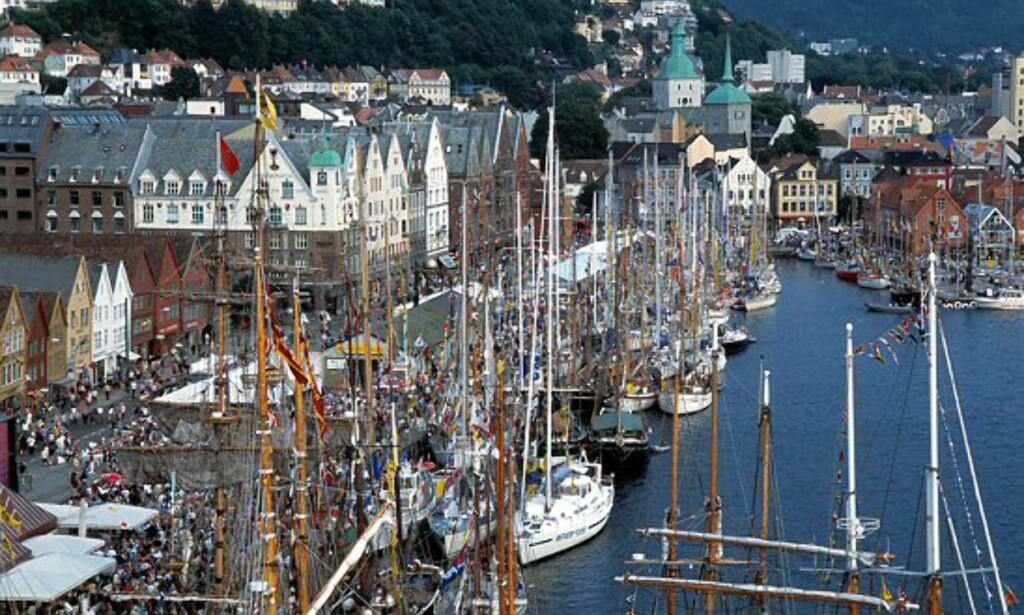 75 skuter er påmeldt i Tall Ships' Races i år. Dette bildet viser forrige arrangement, i 2001. Foto: Per Eide