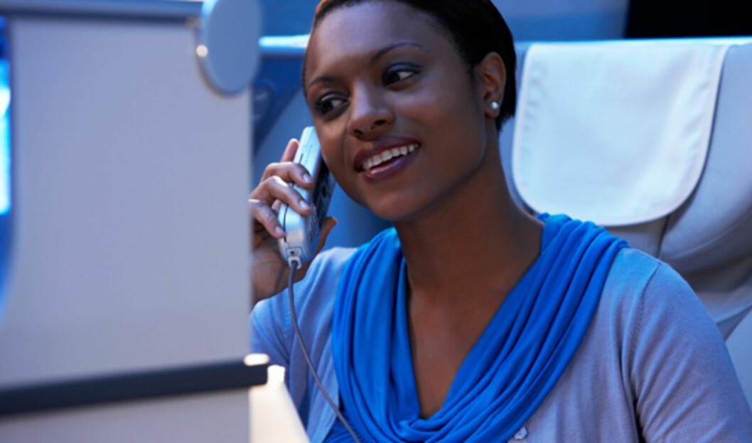 For den som må jobbe, har businessklasse telefoner, og du kan sende sms og e-post fra luften. Foto: Emirates