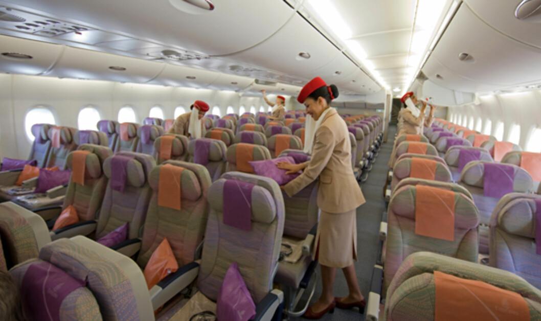 Ikke samme luksusen i økonomiklasse, men det er bedra plass en på mindre fly, og underholdningssystemet er topp klasse. Foto: Emirates