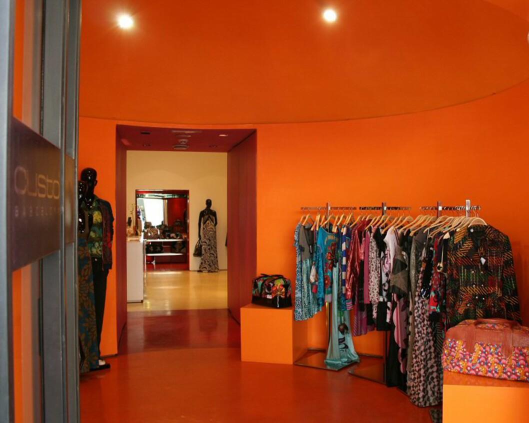I Roma finner du alle de store designerne, og området rundt Spansketrappene er et supert utgangspunkt dersom du er på jakt etter noe å bruke opp siste rest av feriebudsjettet på. Det finnes nesten ikke varehus eller kjøpesenter i byen, så mesteparten av handelen foregår i små butikker. Foto: Elin Fugelsnes