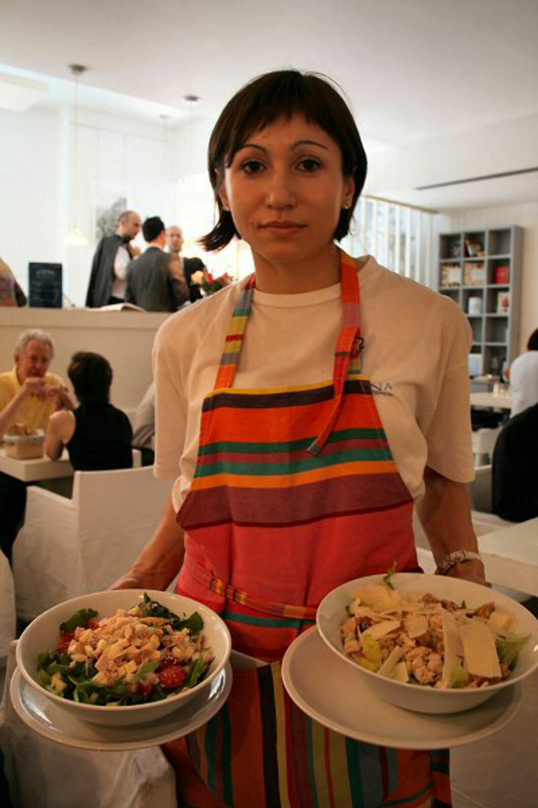 Er du sulten og trenger et pusterom fra det travle bylivet, er Gina Eat and Drink i via San Sebastianello et ypperlig alternativ. Lyse farger og en romantisk stil minner mest om et sommerhus ved sjøen. Og maten står i stil med interiøret – lett og frisk. Foto: Elin Fugelsnes