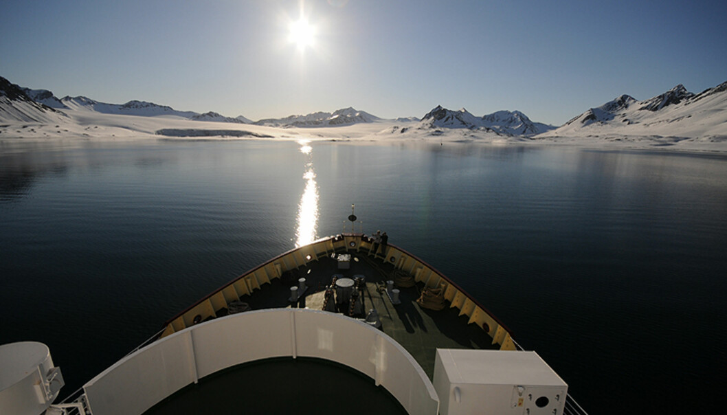 En av de sterkeste opplevelsene på Svalbard er den oppslukende stillheten - noe dette bildet kan minne om, men kun kan oppleves der oppe. Bildet er tatt klokken ett om natten. Foto: Hans Kristian Krogh-Hanssen