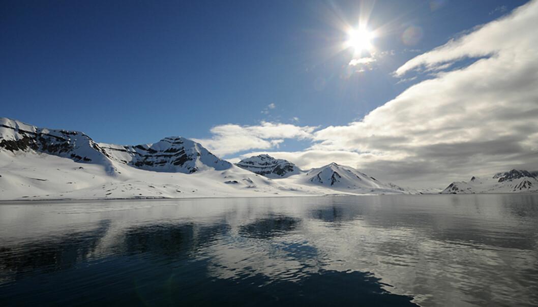 Ingenting slår en solskinnsnatt på Svalbard.  Foto: Hans Kristian Krogh-Hanssen