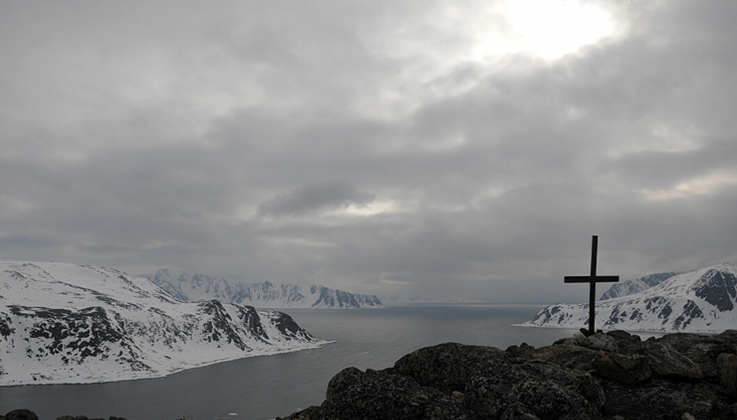 Mange fangst- og sjømenn mistet også livet på Svalbard. Her ser du et minnesmerke på Norskeøya.  Foto: Hans Kristian Krogh-Hanssen