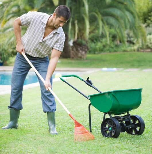 Ta et tak i hagen eller gjør noe annet praktisk hvis du ikke orker å trene på studio. Illustrasjonsfoto: Colourbox.com Foto: 6PA/MAXPPP