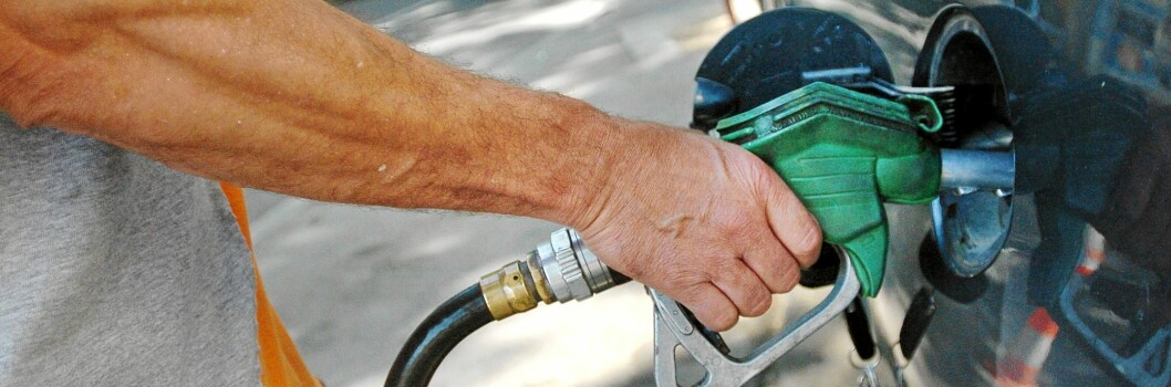 Er du for eller imot lavere bensinpriser? Nå kan du betale på QXL for å vinne debatten. Foto: Colourbox.com