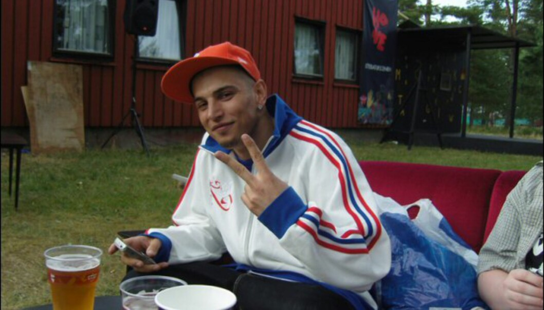 Yannick aka DJ Soulshock var forbannet på dårlig organisering, men et par øl hjalp på stemningen. Foto: Thomas Marynowski