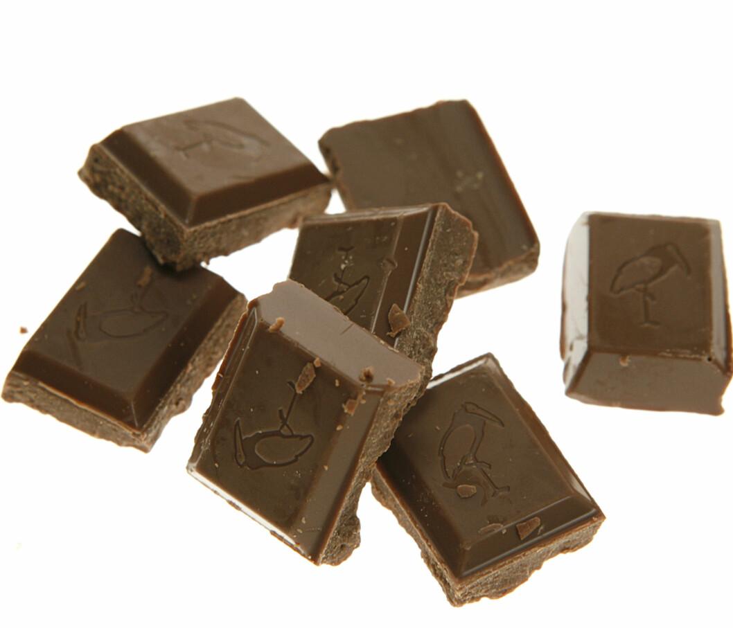 Det er lett å falle for fristelsen, men sjokolade er kanskje ikke så mye å bli mett av? Sjokolade gir heller ingen vitaminer eller mineraler. Foto: Per Ervland Foto: DinSide