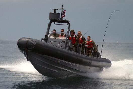 En militær-RIB i full fart. <i>Foto: wikipedia.com</i> Foto: U.S. Navy