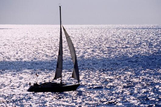 Seil inn i solnedgangen sammen med bestekompisene. <i>Illustrasjon: colourbox.com</i> Foto: colourbox.com
