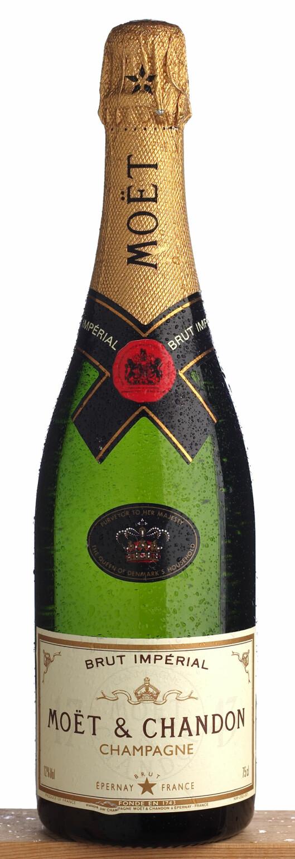 Du sparer 90 kroner på å kjøpe denne champagnen på taxfree. Foto: /colourbox.com