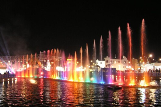 Lysshow under Dubai Shopping Festival. <i> Foto: Suresh</i> Foto: Suresh