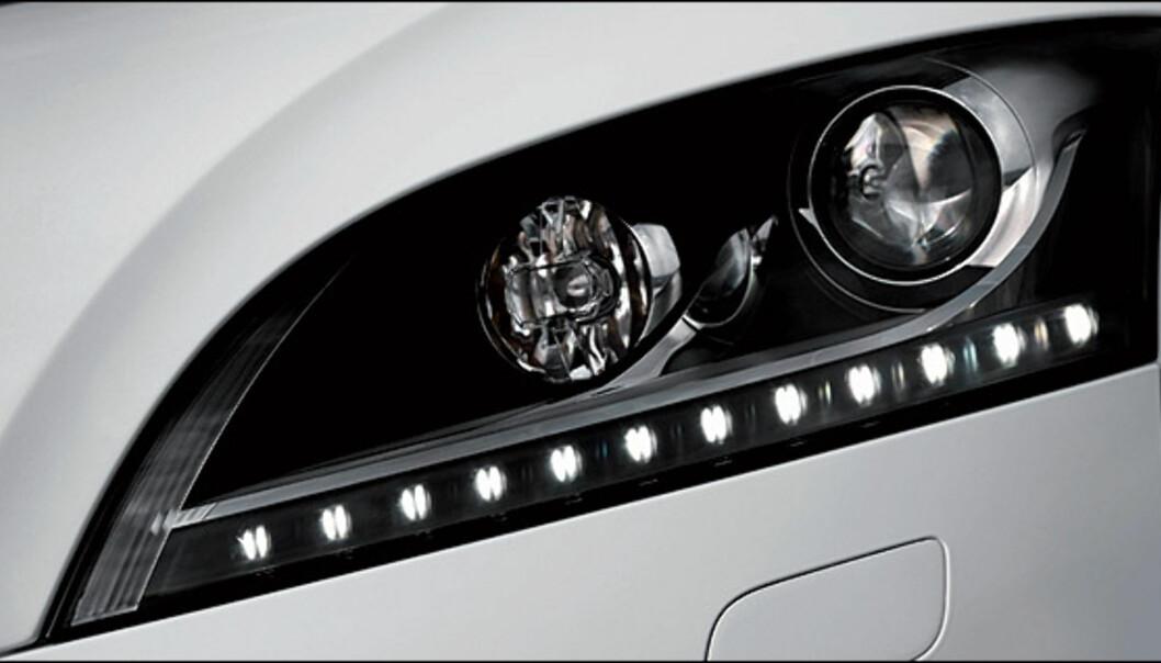 Audi TTS er den foreløpig ferskeste Audi-modellen med diodebasert kjørelys. Fra før tilbys følgende Audi-modeller med tilsvarende teknologi: Audi A8 W12, Audi S6, Audi R8, Audi A5 og Audi A4.