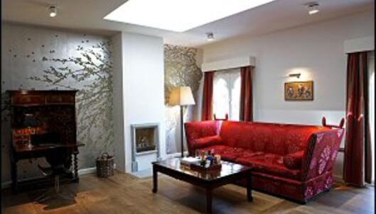 Stilig interiør på en av suitene. merk tapetet. Foto: Nimb/Tivoli