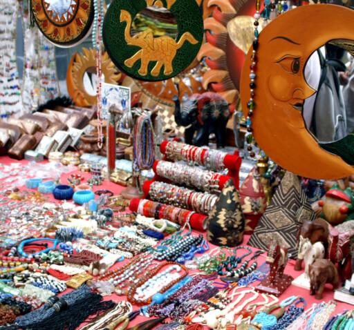 Om sommeren vrimler det av boder som selger billig juggel, som kan være skadelig. FOTO:Paolo Ferla / Stock.XCHNG