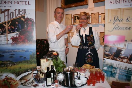 Vertskapet på Sundvolden Hotel serverer blant annet egenprodusert rabarbra- og vaniljejuice. Foto: Hanne Maria Breivik. Foto: Foto: Hanne Maria Breivik.