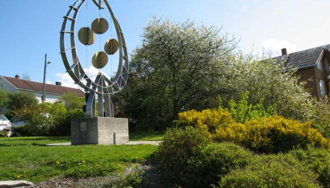 Ett av mange av Nils Aas' skulpturer som pryder området rundt Straumen sentrum.