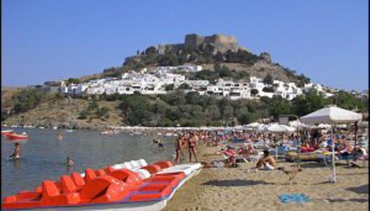 Rhodos er en populær ferieøy. Her fra byen Lindos. Foto: Nikos Kouloumpris