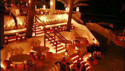 Om kvelden forvandles Niki Beach til en nattklubb under stjernene. Foto: Niki Beach