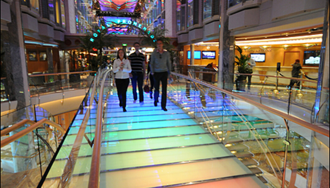 Promenadegaten er 136 meter lang og full av restauranter, butikker og barer.