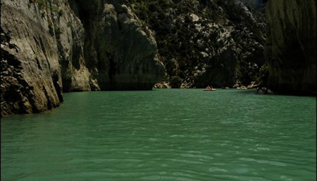 Liten gutt, store dimensjoner i Europas største canyon. Foto: www.photito.com