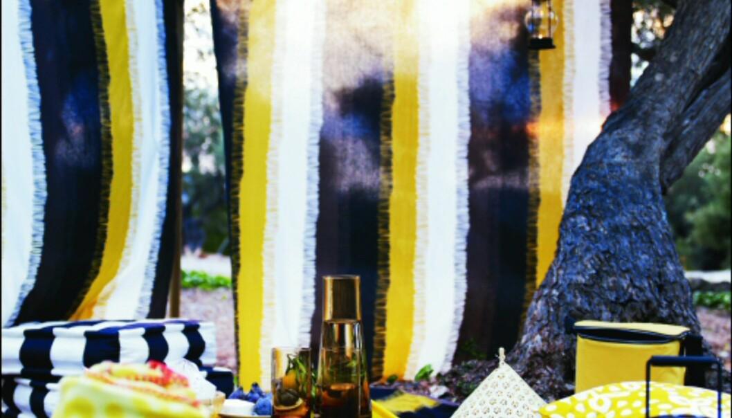 Med afrikanskinspirerte tekstiler fra Ikea lager du din egen lille sommerkrok i hagen - eller i parken. <i>Foto: Ikea</i> Foto: Ikea