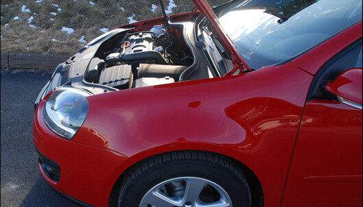 Typisk motorplassering i en forhjulstrukken kompaktklassebil.