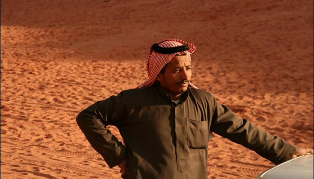 Salim Saliman er beduiner og bor i Wadi Rum. Han får viktige ekstrainntekter av å kjøre turistene ut i ørkenen, eller ved å la dem ri på kamelene sine.