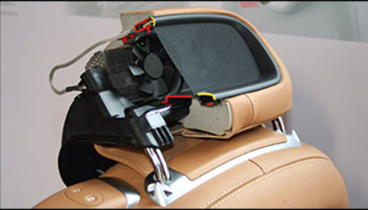 """""""Luftskjerfet"""" (airscarf) består av to vifter og et varmeelement plassert i hodestøttene."""