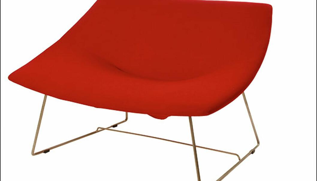 Fly me to the moon er en stol fra ISAK Norge AS, med sitteflate designet for variasjon og plass til flere gode venner. Designet av Sigurd Strøm og Torstein Nilsen. Merket for god design, 2008. Foto: Nils Kavlie-Borge