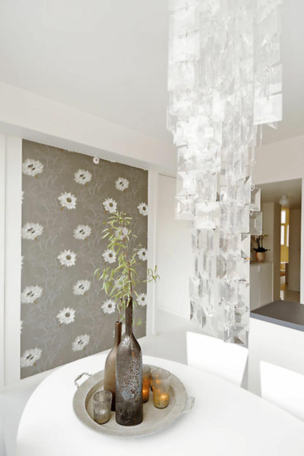 Spisebordet i leiligheten stylet av Interior Deal AS. Foto: Foto: Garanti Eiendomsmegling