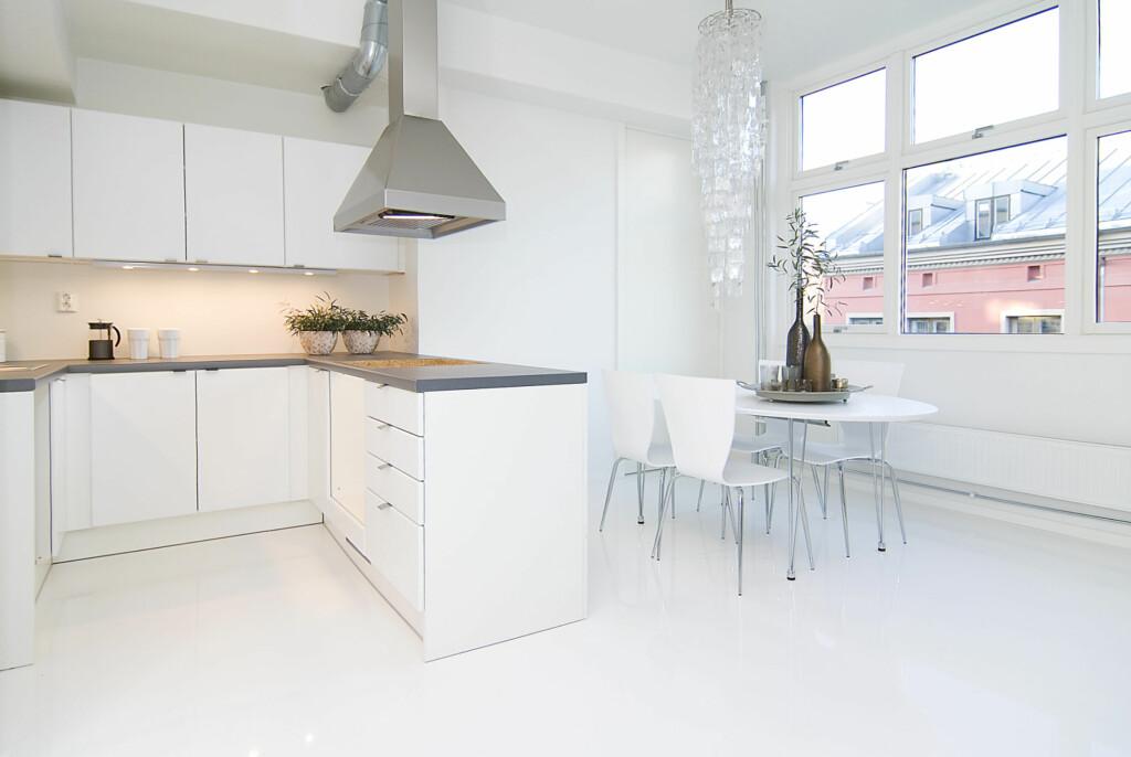 Kjøkkenet i leiligheten stylet av Interior Deal AS. Foto: Foto: Garanti Eiendomsmegling