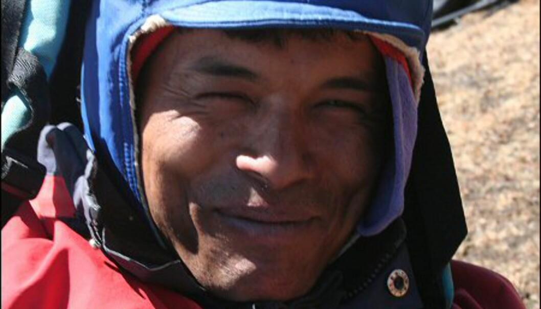 Sherpaen Birman sørget for at vi fikk en uforglemmelig opplevelse blant verdens høyeste fjell. Han møtte oss alltid med et smil. Foto: Vidar Brotnov