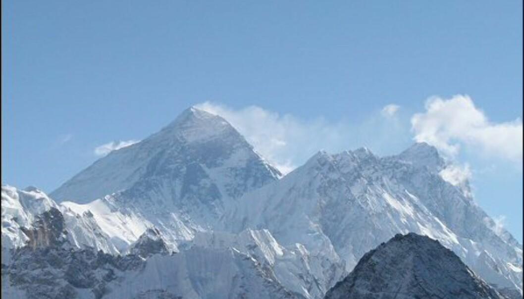 Mount Everest - verdens mektigste fjell. 8.850 meter over havet. Toppen rett til høyre er Lotse, verdens fjerde høyeste fjell på 8.516 meter. Foto: Vidar Brotnov