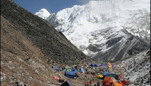 Basecamp ved foten av Imja Tse, eller Island Peak, som fjellet også kalles. Foto: Vidar Brotnov
