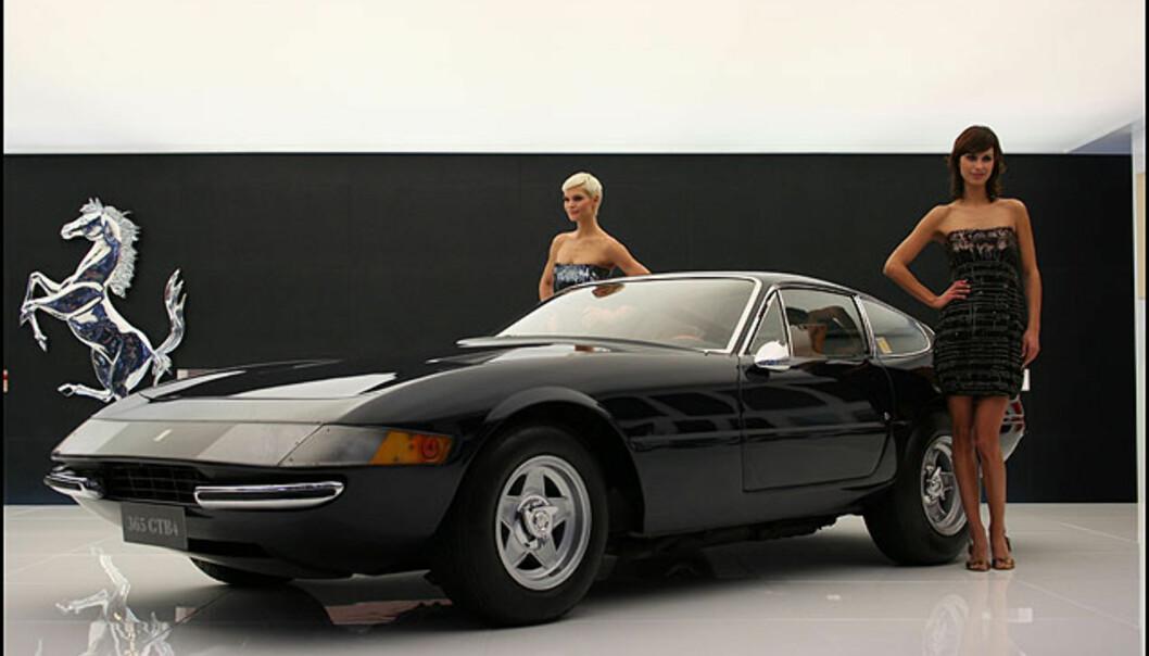 Italienske skjønnheter. EN klassisk Ferrari 365
