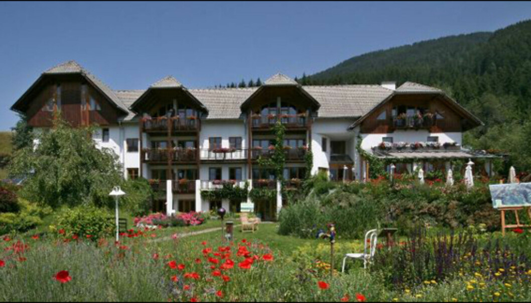 Mandler's Landhaus ligger i landsbyen Irschen, som har fått tilnavnet <i>urtelandsbyen</i> på grunn av den rike urteforekomsten i området.  Foto: Mandler's Landhaus