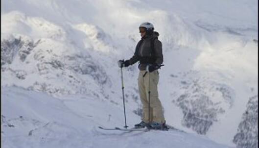 Klar for å sette utfor, med skilærer Fredrik på øret. Foto: Simen Berg