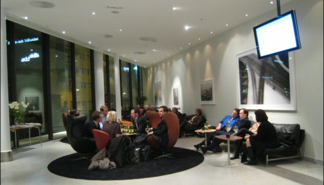 Møbelklassikerne står tett i lobbyområdet. <i>Foto: Elisabeth Dalseg</i>