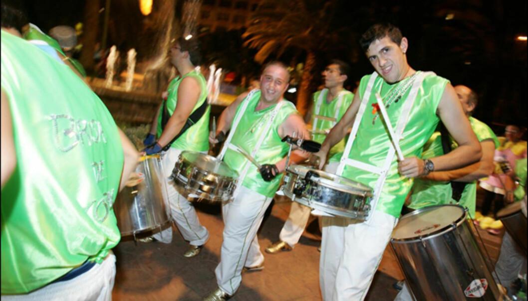 Musikere i gateparade. Foto: www.lpacarnaval.com