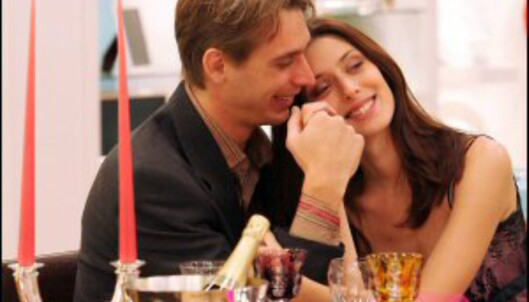 Du MÅ ikke ta den helt ut på Valentinsdagen, men kjæresten din blir helt sikkert glad hvis du finner på noe. Foto: Colourbox