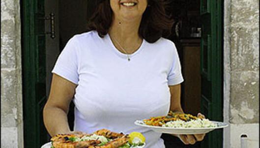 Eleni Tselenti fra Fiskárdo lager gresk mat. Og italiensk. Fransk. Hva som helst faktisk.<br /> <br />  Foto: Inga Ragnhild Holst