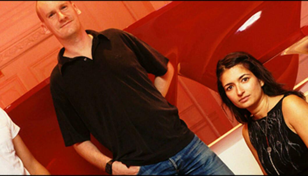 <strong>Established & Sons-teamet (fra venstre):</strong> Alasdhair Willis, Sebastian Wrong, Tamara Caspersz og Mark Holmes. I bakgrunnen er Zaha Hadids Aqua-table for Bonos Project Red-kampanje. <i>Foto: Peter Guenzel</i>  Foto: Peter Guenzel