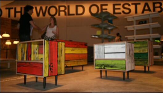 Morrisons Crate ble utvidet i år, nå får en nattbord og seng som matcher kassen. Richard Wood og Sebastian Wrongs WrongWood-serie er heller ikke helt ulik i grunnformene, men her er farger og struktur i treet ekstremt. <i>Foto: Nora Aartun</i> Foto: Nora Aartun