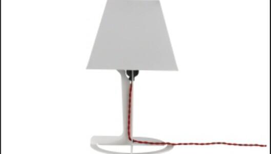Alexander Tayolrs Fold-lampe er en av Established & Sons bestselgere. Lampen kommer i sort, hvitt og gult, og koster 70 pund, cirka 800 kroner, i Storbritannia. <i>Foto: David Sykes</i>