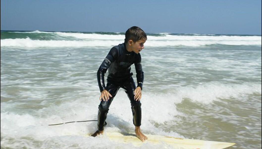 Mens vi fødes med ski på beina kommer spanjolene til verden med et surfebrett...<br />  Foto: Vibeke Montero