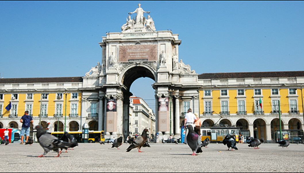 Placa de Comercio er et naturlig utgangspunkt for alle aktiviteter. Ligger ved havnen i Lisboa.
