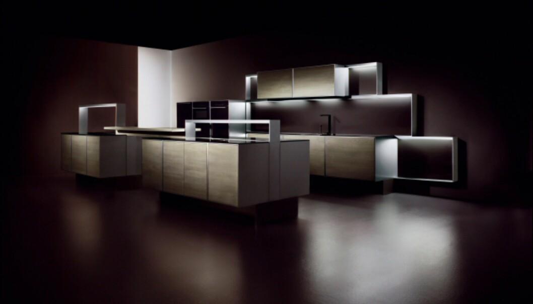 Poggenpohl har samarbeidet med Porsche om detaljene i dette kjøkkenet. Vi liker det allerede før vi går nærmere innpå... Foto: IMM Cologne: Hitguide 2008
